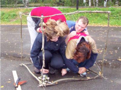 La elevene finne 12 kvister på nøyaktig 1 meter knytt dem sammen til en terning og se hvor mange elever det går i en kubikk meter